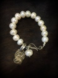 large-pearl-with-sterling-s-clasp